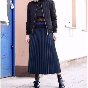 Navy Blue Zara Basic Pleat Skirt